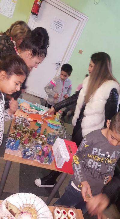 """Благотворителен Коледен базар в СУ """"Св.Климент Охридски"""" с.Камен - Изображение 1"""