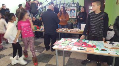 """Благотворителен Коледен базар в СУ """"Св.Климент Охридски"""" с.Камен - Изображение 3"""